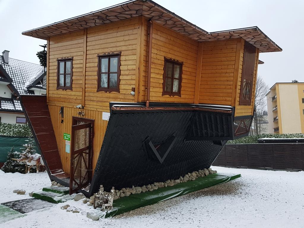 fejjel lefelé fordított ház
